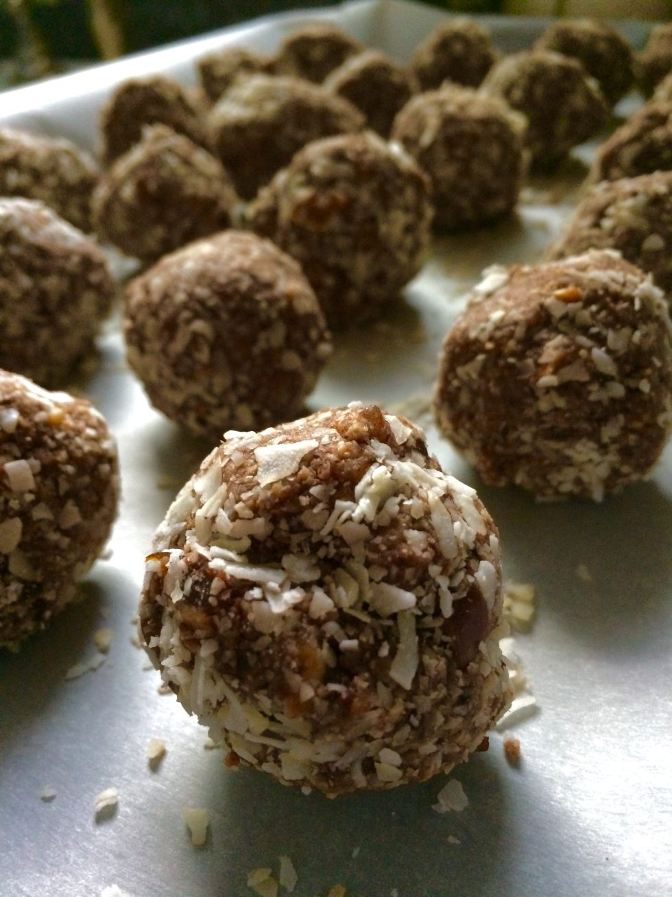 Hazelnut and date raw Energy bites, recipe, gluten free, dairy free, refined sugar free, vegan